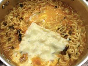 チーズ辛ラーメン