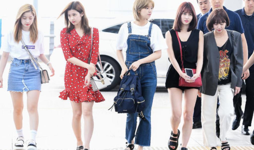 twice 空港ファッション